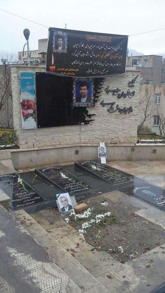 مزار شهید غضنفر رکن آبادی در امامزاده پنج تن لویزان.jpg (535×951)