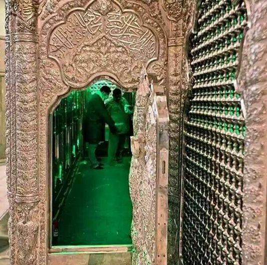درب وروی ضریح امام حسین علیه السلام.jpg (535×530)