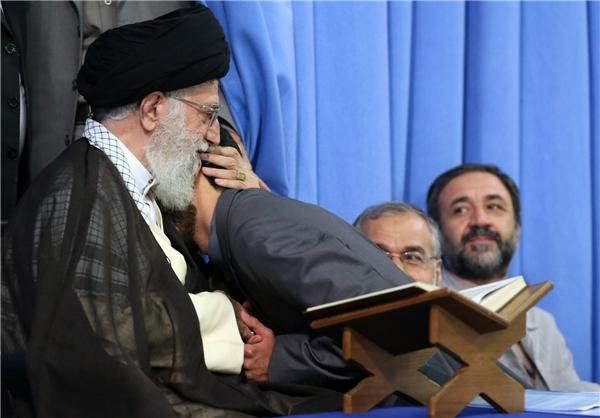 محمد نوروزی در آغوش رهبر معظم انقلاب