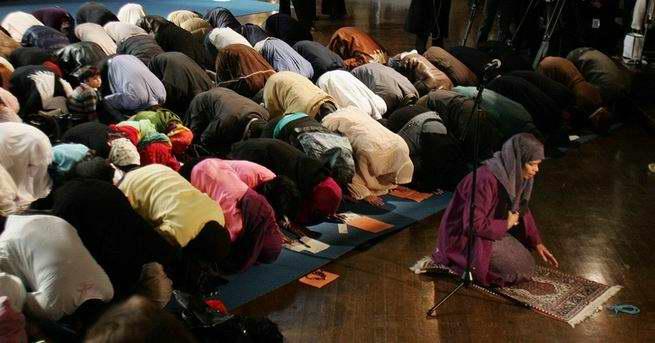 اسلام آمریکایی؛ امام جماعت شدن زن ها نمازجماعت مختلط عکس2.jpg (655×343)