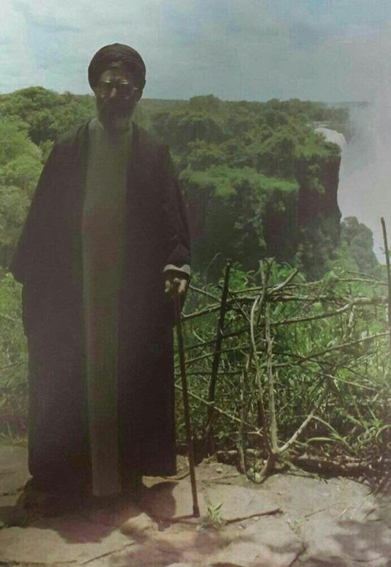 عکس رهبر انقلاب در کنار آبشار ویکتوریا 2.jpg (549×796)